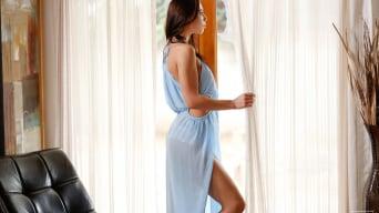 Aidra Fox in 'Hurry Home'