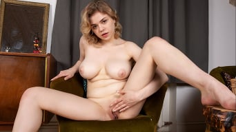 Bella Breeze in 'Ready To Go'